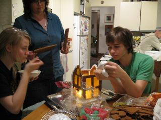 gingerbread_construction_1740.jpg