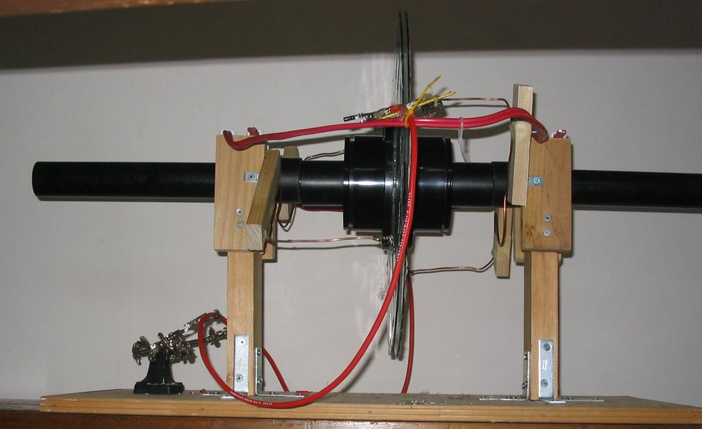 Side view of working Wimsherst machine